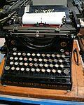 Olivetti M20 typewriter.jpg