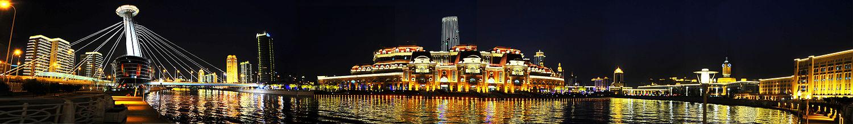 本图描绘了天津海河津湾广场段的夜景风光。