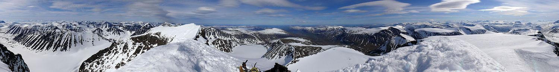 Panorama dos Alpes Escandinavos.