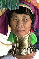 Una donna Kayan