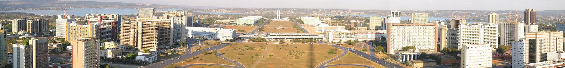 Panorama do Eixo Monumental no Plano Piloto.