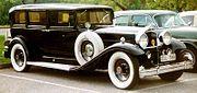 Packard De Luxe Eight 904 Sedan Limousine 1932.jpg
