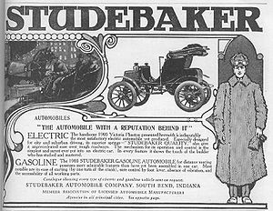 1905 advertisement for Studebaker electric and gasoline-powered cars