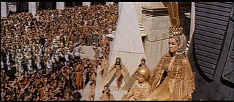 1963 Cleopatra trailer screenshot (72).jpg