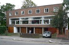 1 2 3 Willow Road Hampstead London 20050924.JPG