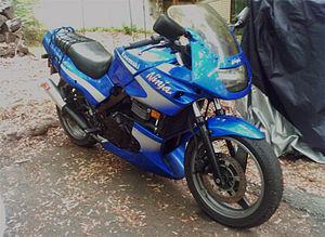 2000 Kawasaki Ninja 500R front-right.jpg