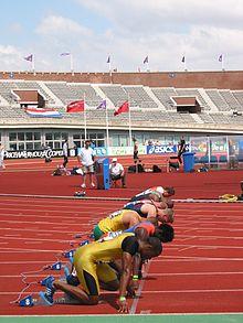 Photographie d'athlètes en place pour le départ d'un 100mètres