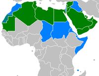 Land i grønt har arabisk som eneste offisielle språk; land i blått har arabisk som ett av flere offisielle språk.