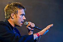 戴蒙·亞邦於2010年在羅斯基勒音樂節演出