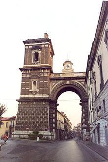 Porta Napoli Aversa.jpg
