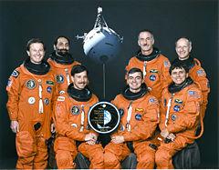 Zleva sedí Horowiz, Allen, Chang-Diaz, stojí Cheli, Guidoni, Hoffman, Nicollier