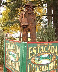 Wooden statue - Estacada, Oregon - 20041113.jpg
