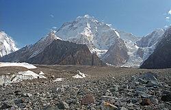 Pohled od soutoku ledovců Baltoro a Godwin-Austen (zmísta zvaného Concordia)