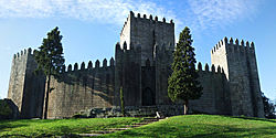 Castelo de Guimaraes.jpg