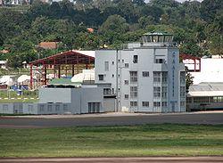 La torre di controllo del vecchio terminal dell'aeroporto di Entebbe