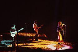 I Rolling Stones durante un concerto al Chicago Stadium nel 1975
