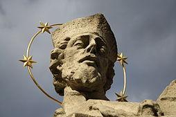 Detail ze sochy Jana Nepomuckého v Třebíči