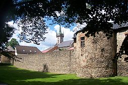Polička-městské hradby a věž kostela