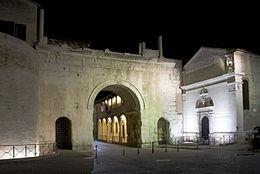 L'Arco d'Augusto, nel centro storico