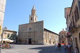 Piazza Duomo ad Atri