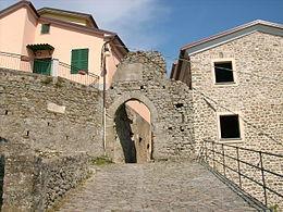 Porta di accesso al centro storico di Beverino Castello