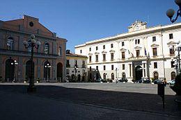 La sede principale della Provincia (il palazzo a destra) in piazza Mario Pagano a Potenza