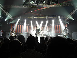 "The Smashing Pumpkins 24. května 2007 v ""den Atelier"", Lucembursko. Zleva: Ginger Reyes, Billy Corgan, Jimmy Chamberlin (vzadu), Jeff Schroeder"