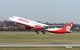 un Airbus A330-300 in decollo a Düsseldorf