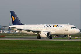 Air One Airbus A320-200 KvW.jpg