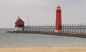 Grand Haven MI South Pierhead Light and inner lighthouse.jpg