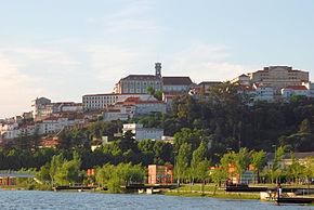 Coimbra vǎzutǎ dinspre Mondego