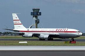 Boeing 707 Qantas (VH-XBA).jpg