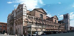 Ferrara Duomo pano.jpg