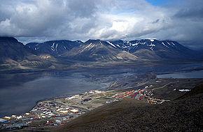 Vedere panoramică spre Longyerabyen