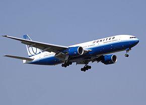 United.b777-200.n772ua.arp.jpg