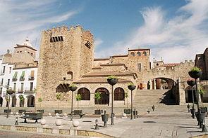 Plaza Mayor, com a Torre Bujaco à esquerda