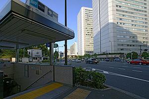 Aoyama1chome st01s3200.jpg