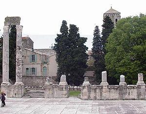 Arles Roman theater pillar ruins.jpg