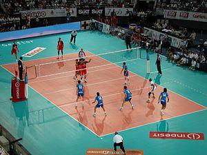 Um jogo de voleibol Itália vs Rússia.