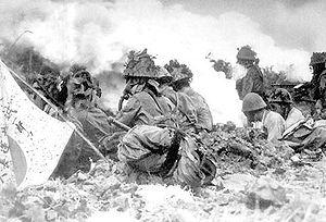 Japaner während eines Giftgasangriffs auf chinesische Stellungen, 1940