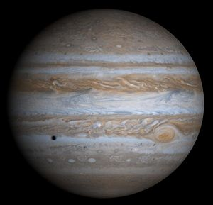 Jupiter in natürlichen Farben mit Schatten des Mondes Europa, fotografiert von der Raumsonde Cassini