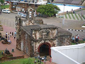 Melaka-Porta-de-Santiago-2Cimg2194.jpg