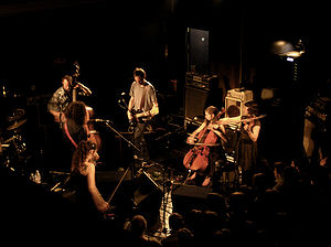 Thee Silver Mt. Zion Memorial Orchestra & Tra-La-La Band在2007年的演唱會。
