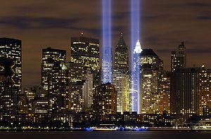 שתי אלומות אור מנציחות את המקום בו עמדו מגדלי התאומים, ביום השנה לפיגועי 11 בספטמבר.