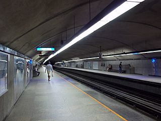 Station metro Cote-des-Neiges Montreal.jpg