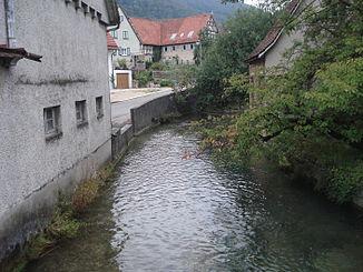 Die Lauter in Lenningen (flussabwärts)