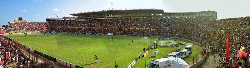 O Sport é o principal clube esportivo da capital pernambucana.  Na foto, a Ilha do Retiro, sede oficial da agremiação e único estádio do Norte-Nordeste que sediou jogo da Copa do Mundo de 1950.