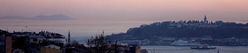 Panoramatický pohled na Zlatý roh, Topkapi a Marmarské moře