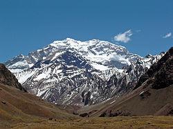 Vue de l'Aconcagua depuis l'entrée du parc national.