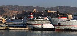 Alcazaba sobre puerto Almería-2.jpg
